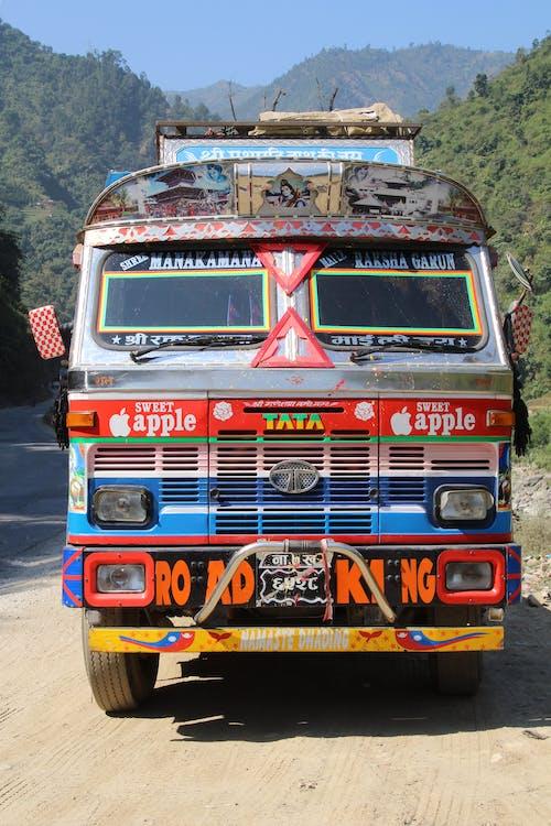 Gratis stockfoto met bestelauto's, op de weg, tata, trucks