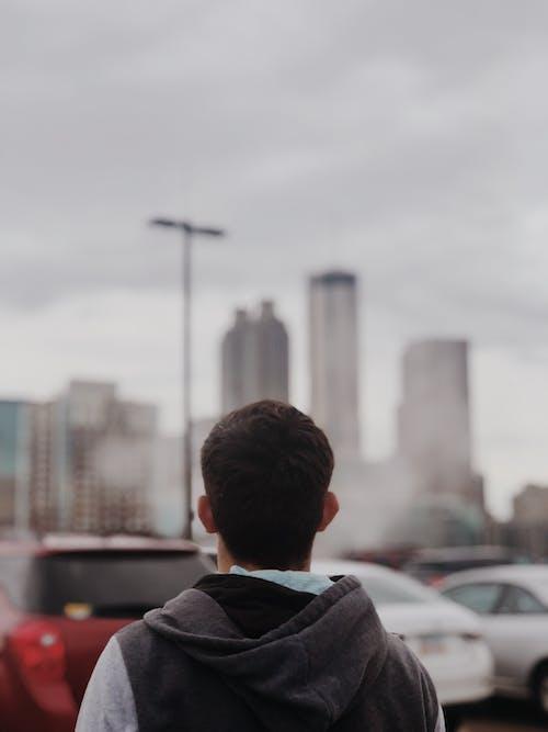 人, 停放的汽車, 城市, 天空 的 免費圖庫相片