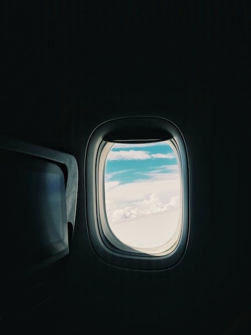 Gratis lagerfoto af fly, flyrejse, flyvemaskine, glas