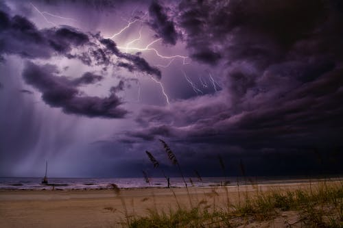 Photos gratuites de ciel, conditions météorologiques extrêmes, coup de foudre, coup de tonnerre