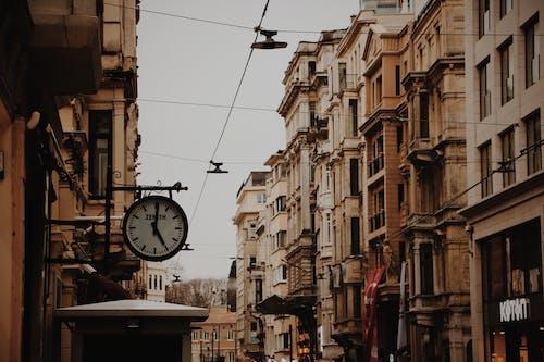 Ilmainen kuvapankkikuva tunnisteilla arkkitehtuuri, katu, kaupunki, rakennukset