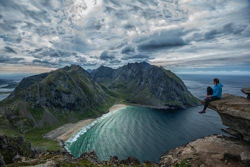 女人, 岩石, 懸崖邊緣, 景觀 的 免費圖庫相片