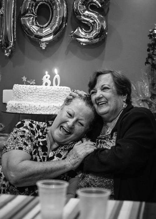 Δωρεάν στοκ φωτογραφιών με Άνθρωποι, ασπρόμαυρο, γυναίκες, οικογένεια