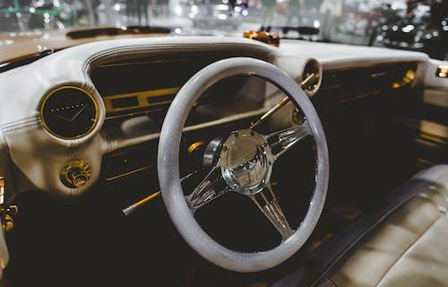 Darmowe zdjęcie z galerii z deska rozdzielcza, kierownica, klasyczny, pojazd