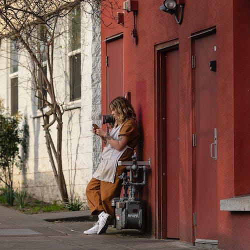 Foto profissional grátis de mulher, pessoa, rua