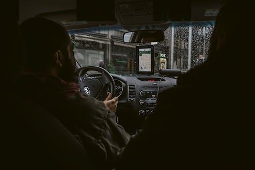 Foto profissional grátis de automóvel, condutor, dirigindo, homem