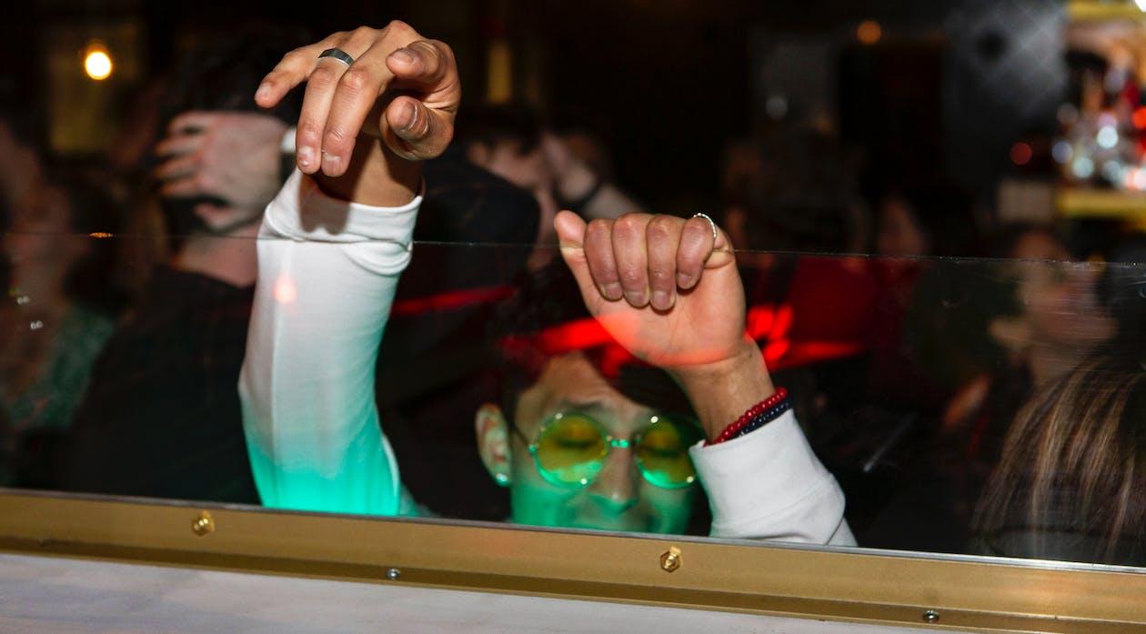 การเต้นรำ, คน, คนกำลังเต้นรำ