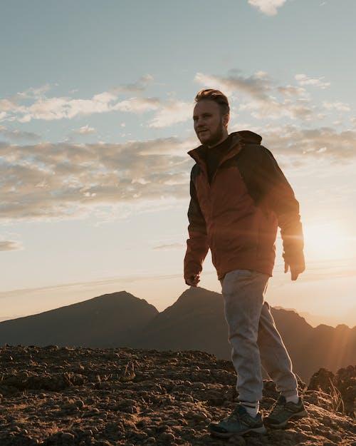 Foto d'estoc gratuïta de a l'aire lliure, alba, aventura, caminada