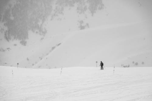 Photos gratuites de neige, seul, skier, voyager
