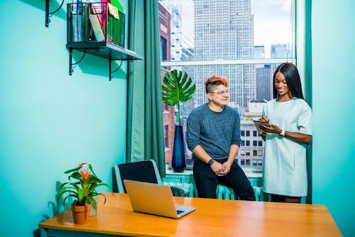 Kostenloses Stock Foto zu afroamerikaner, afroamerikaner-frau, arbeit, arbeiten