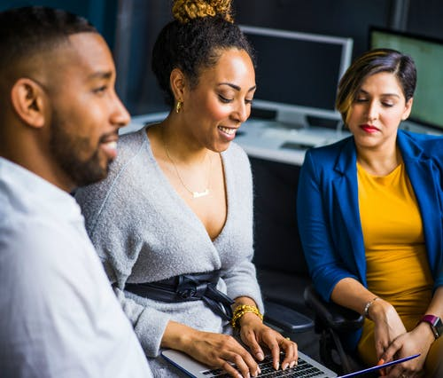 Gratis stockfoto met Afro-Amerikaanse man, Afro-Amerikaanse vrouw, afspraak, bedrijf