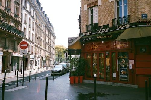 Gratis lagerfoto af arkitektur, by, bygning, café