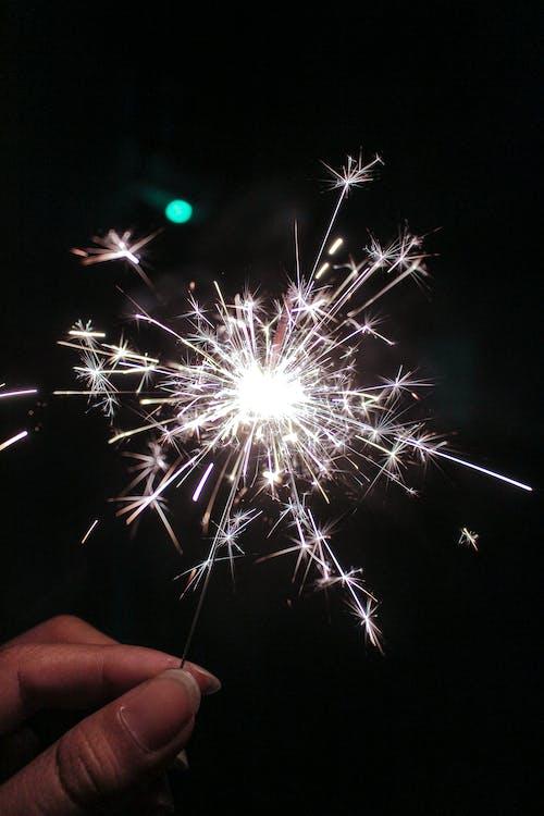 Photos gratuites de brillant, célébration, cierge magique, étincelant