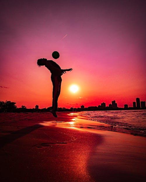 Бесплатное стоковое фото с вечернее солнце, закат, золотое солнце, пляж