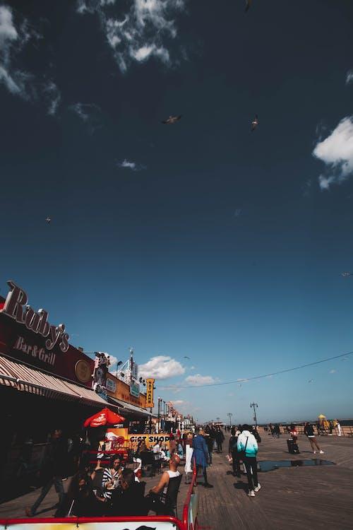 交通系統, 人群, 戶外, 日光 的 免费素材照片