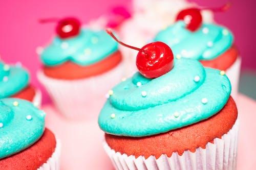 Foto d'estoc gratuïta de cirera, cupcake, dolç, increïble