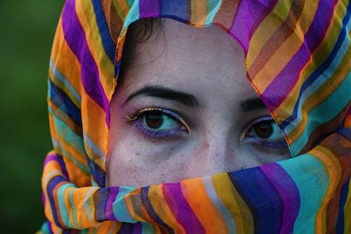 Foto d'estoc gratuïta de bufanda, dona, mantó, moda