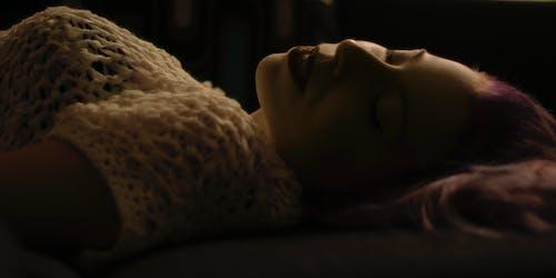 aydınlatma, Kadın, kadının küçük özel odası, karamsar içeren Ücretsiz stok fotoğraf