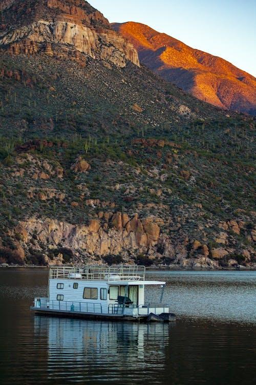 Gratis stockfoto met amerika, apache lake, berg, blauwe lucht