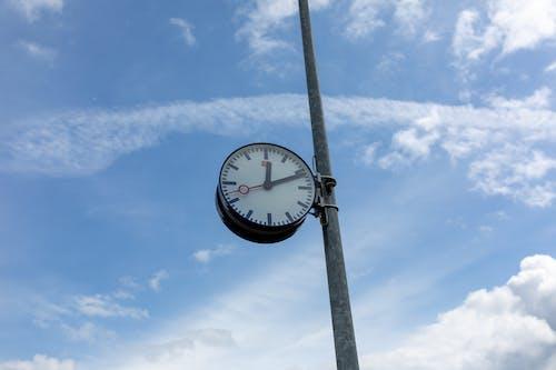 Безкоштовне стокове фото на тему «bahn, db, блакитне небо, годинник»