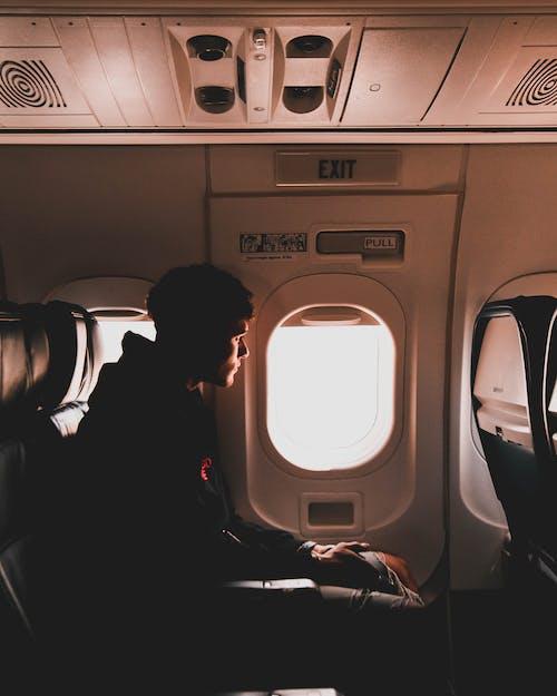Kostnadsfri bild av flyg, flygplan, luftfart, man