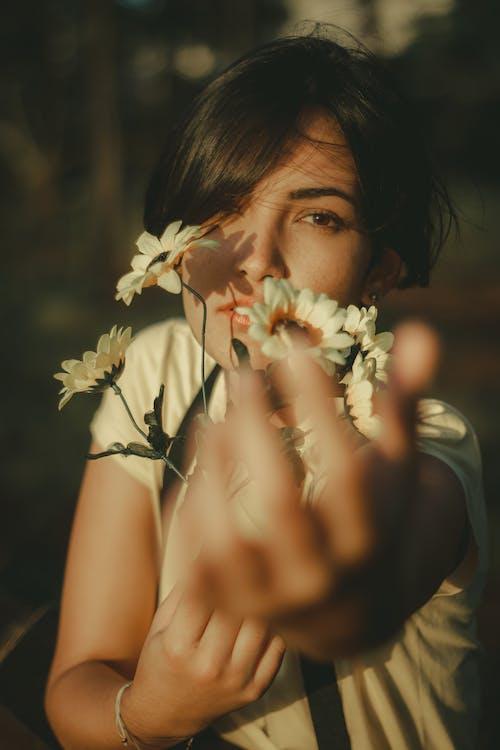 Imagine de stoc gratuită din femeie, flori, mobilechallenge, outdoorchallenge
