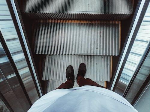 Darmowe zdjęcie z galerii z kroki, miejski, nowoczesny, osoba