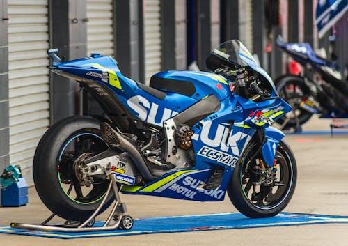 motosiklet, motosiklet yarışı, motosikletler içeren Ücretsiz stok fotoğraf