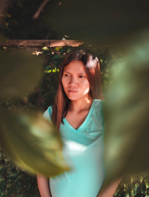 Kostenloses Stock Foto zu brünette, draußen, ernst, fotoshooting