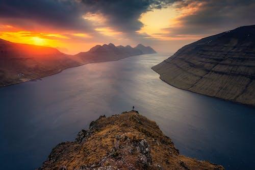 Δωρεάν στοκ φωτογραφιών με Ανατολή ηλίου, αυγή, βουνά, γαλήνιος