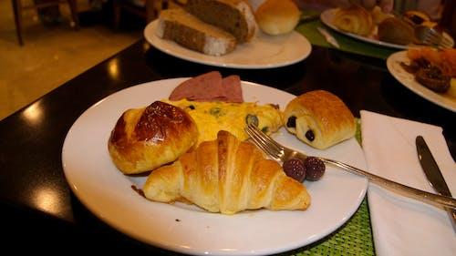 Kostnadsfri bild av ägg, buffé, croissant, hotell