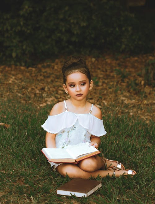 Foto profissional grátis de adorável, ao ar livre, bonitinho, curtição