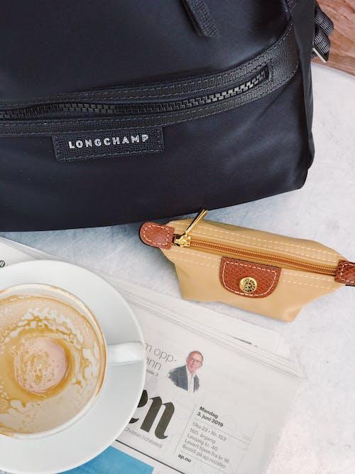 Foto profissional grátis de alforjes, bebida, bebida de café, bolsas