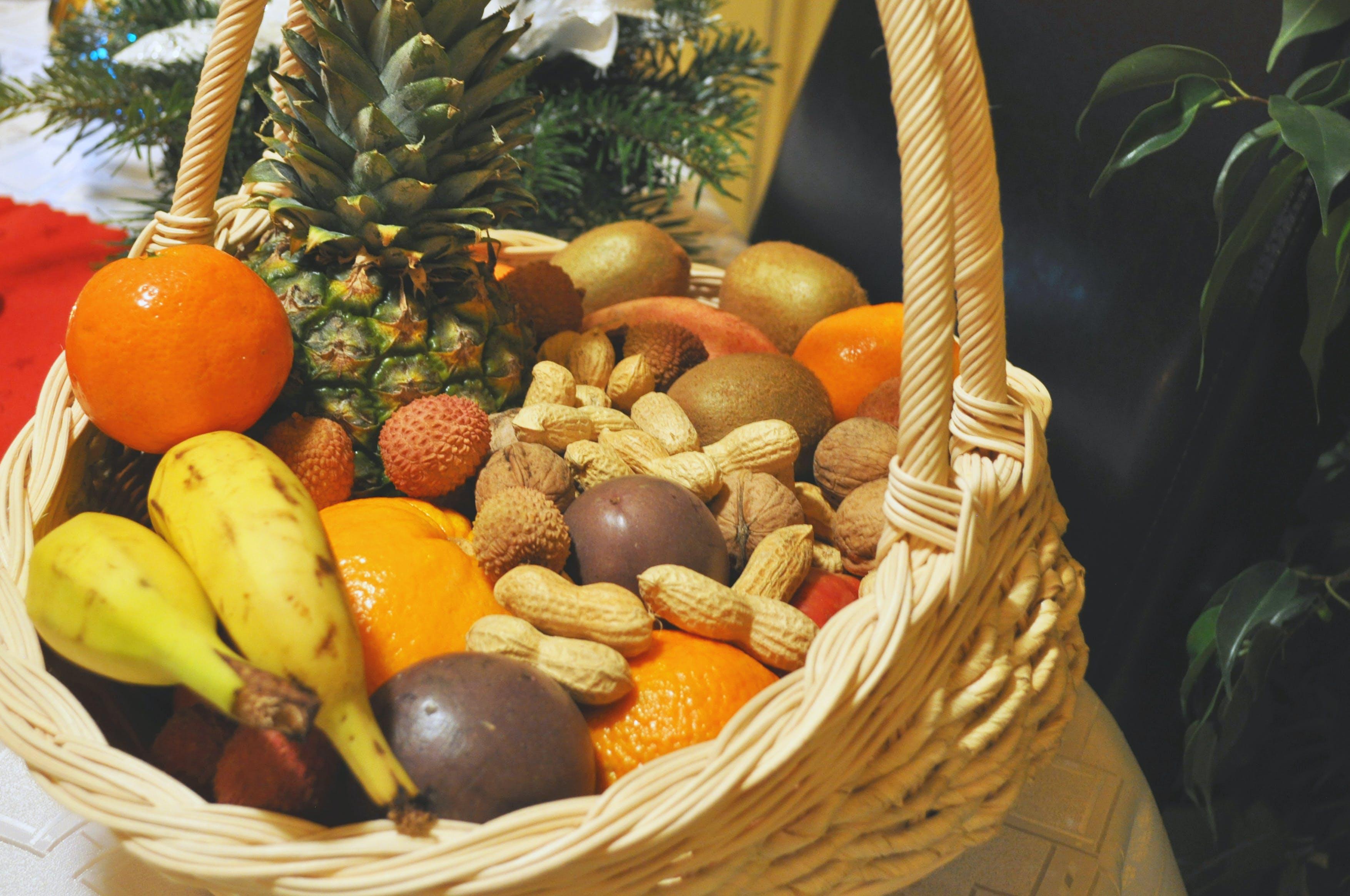 Immagine gratuita di agrume, banana, cesto di frutta, decorazione natalizia