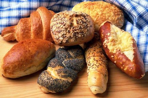 Gratis arkivbilde med bakeri, boller, brød, croissant