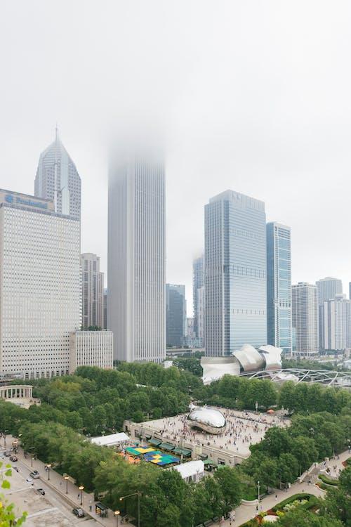 Безкоштовне стокове фото на тему «імла, архітектура, бізнес, багатоповерхова будівля»