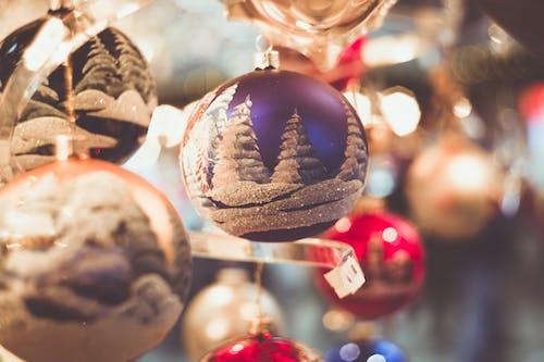 Kostenloses Stock Foto zu nahansicht, weihnachten, weihnachtsdekorationen, weihnachtskugeln