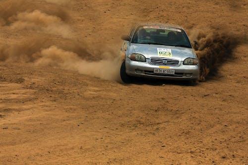 Photos gratuites de automobile, chemin de terre, course, course de voiture