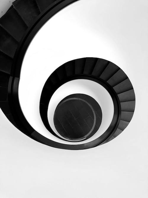 Бесплатное стоковое фото с архитектура, Архитектурное проектирование, винтовая лестница, вниз