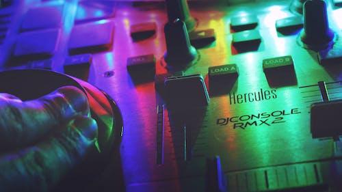 Kostenloses Stock Foto zu beleuchtung, bunt, dj konsole, farbenfroh