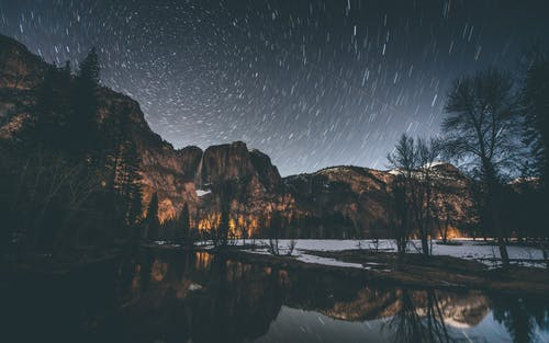 Darmowe zdjęcie z galerii z długa ekspozycja, góra, gwiazdy, jezioro