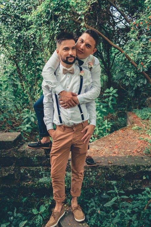 คลังภาพถ่ายฟรี ของ LGBT-H, กลางแจ้ง, กอด, การกอด