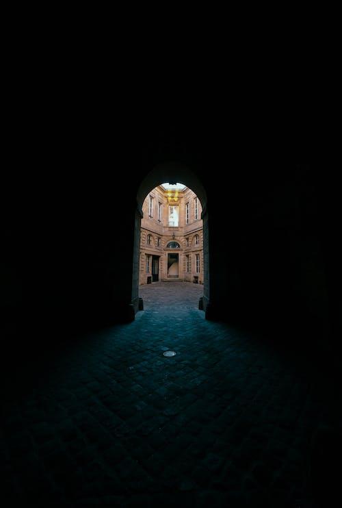 Δωρεάν στοκ φωτογραφιών με ανατριχιαστικός, απόκοσμος, αρχιτεκτονική, αψίδα