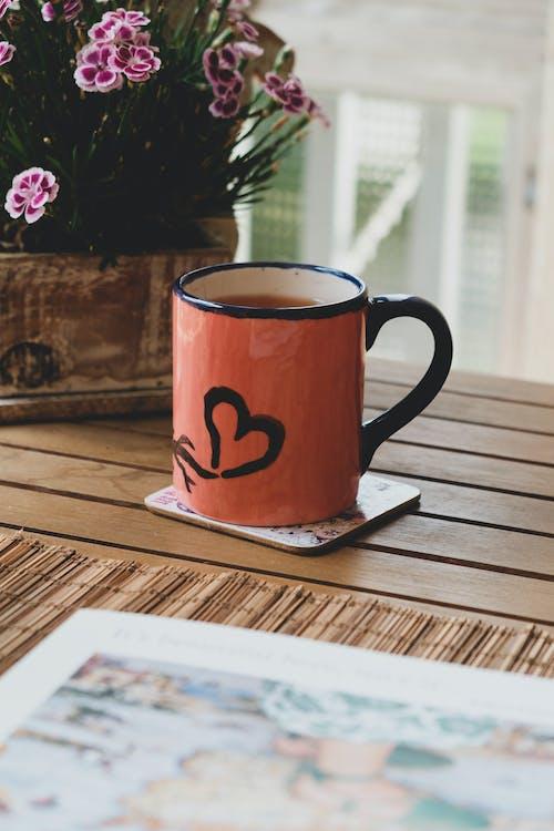 Gratis arkivbilde med avslapping, blomster, bord, daggry