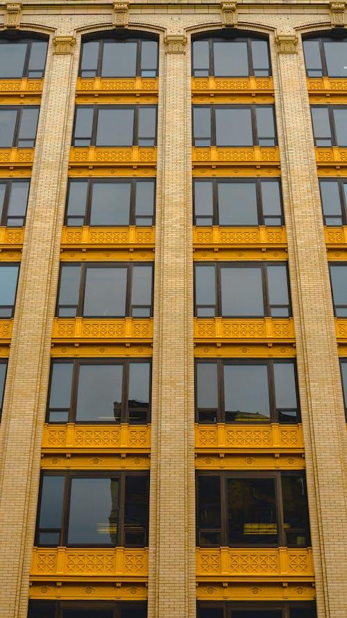 Ilmainen kuvapankkikuva tunnisteilla historialliset rakennukset, ikkunat, kaupunki, keskusta