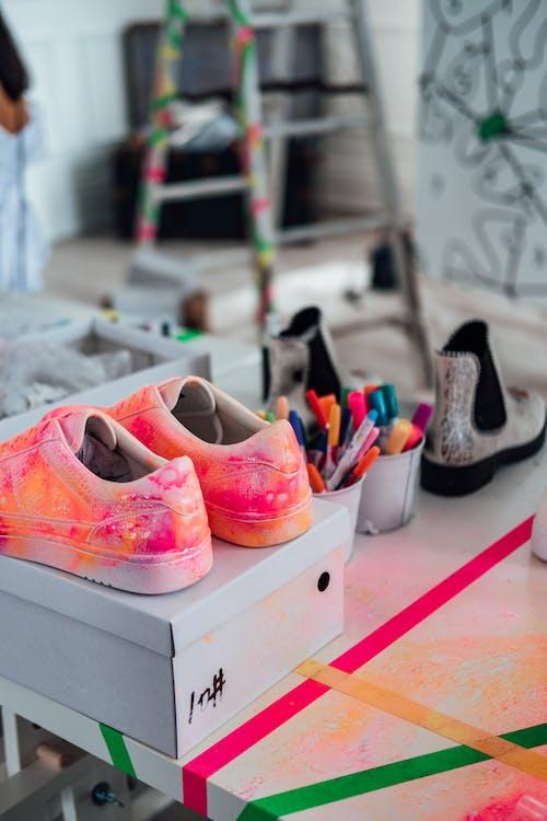 Darmowe zdjęcie z galerii z artystyczny, asortyment, buty, giełda