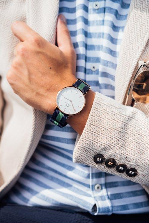 Foto stok gratis anggun, fashion, fesyen, jam tangan