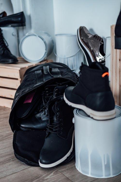 Foto stok gratis alas kaki, bersih, biasa saja, dalam ruangan