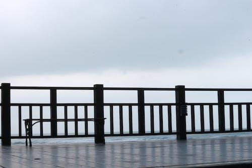 Fotobanka sbezplatnými fotkami na tému drevený, more, oceán, ohrada