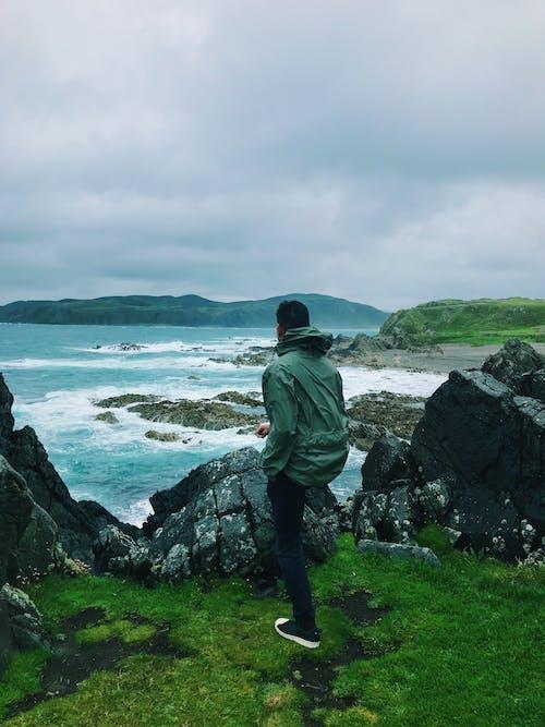 Darmowe zdjęcie z galerii z mężczyzna, morze, na dworze, ocean
